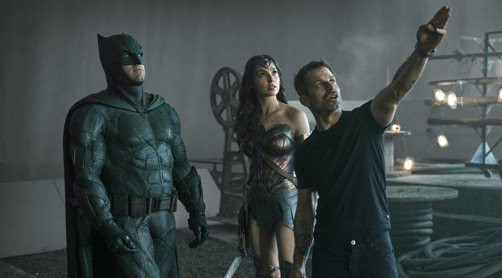 Zack Snyder con Ben Affleck y Gal Gadot en el rodaje de 'Liga de la justicia'