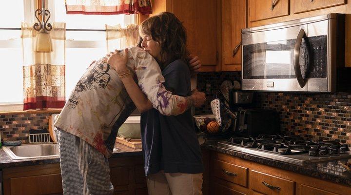 Marisa Tomei y Pete Davidson en 'El rey del barrio' (2020)