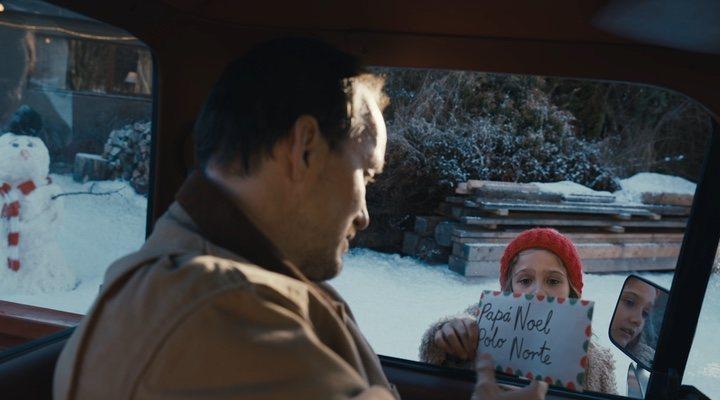 Cohen Holloway en el anuncio de Coca-Cola Navidad 2020