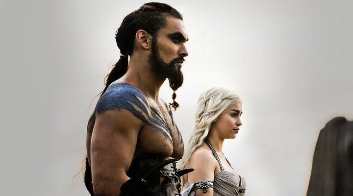 Jason Momoa y Emilia Clarke en 'Juego de Tronos'