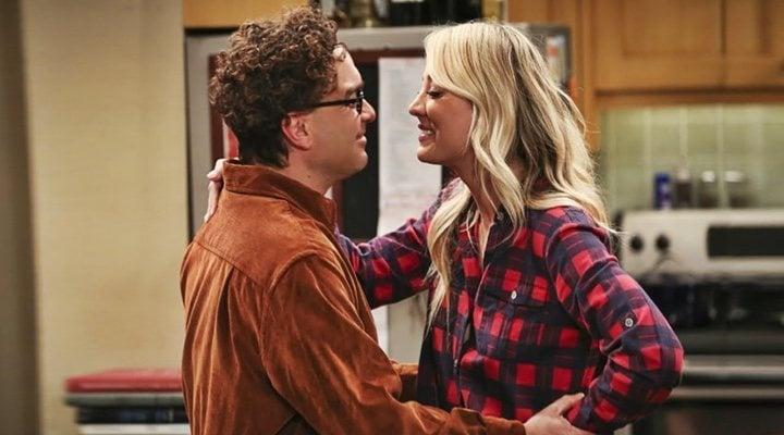 Kaley Cuoco y Johnny Galecki en 'The Big Bang Theory'