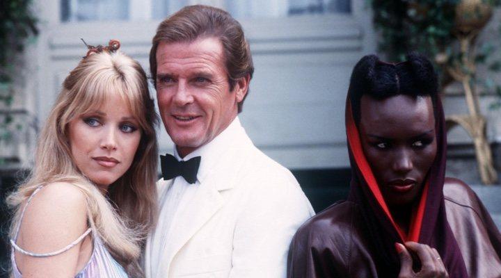 Tanya Roberts, chica Bond en 'Panorama para matar', junto a Roger Moore