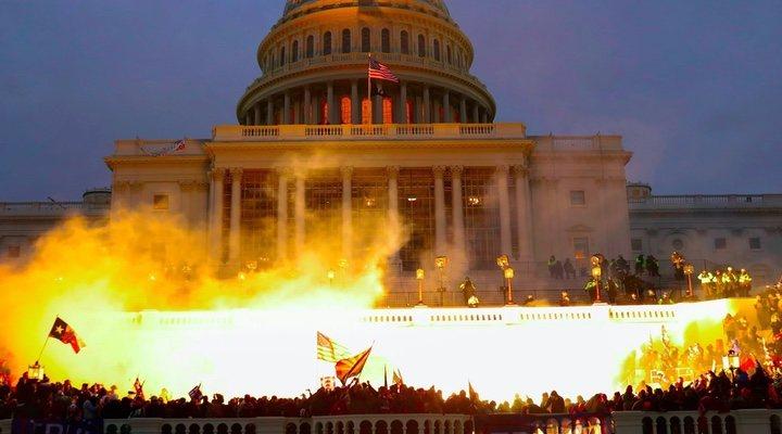 Simpatizantes de Trump causando disturbios en el Capitolio