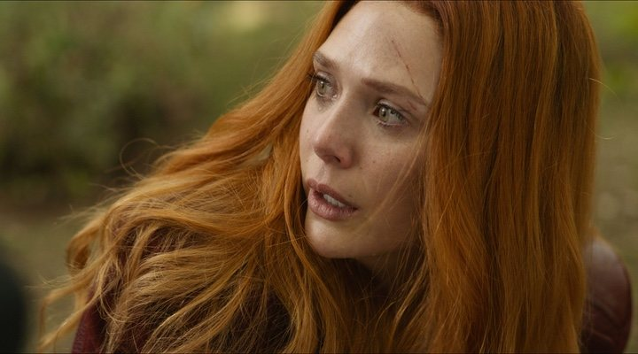 Elizabeth Olsen como Bruja Escarlata en el Universo Cinematográfico Marvel