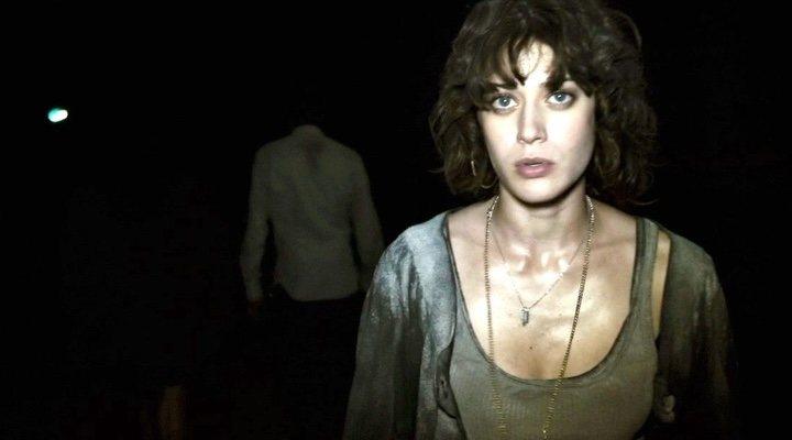 Lizzy Caplan en 'Monstruoso'