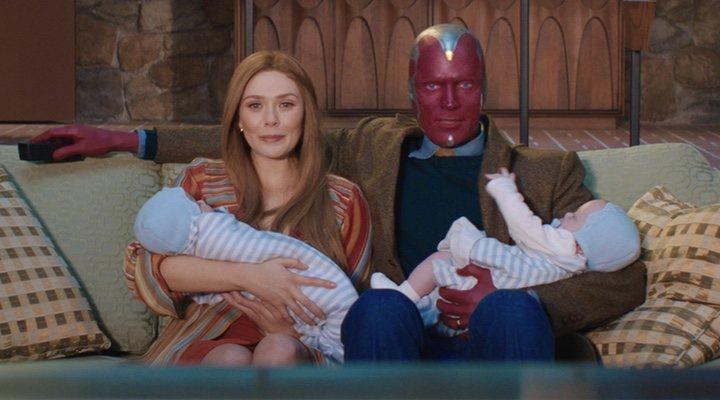 Elizabeth Olsen y Paul Bettany en 'Wandavisionn'
