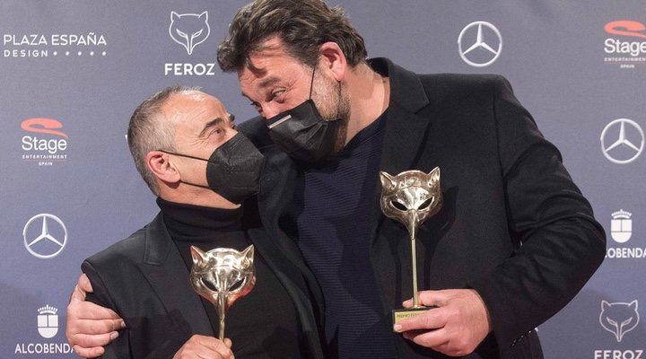 Eduard Fernández y Hovik Keuchkerian en los premios Feroz 2021
