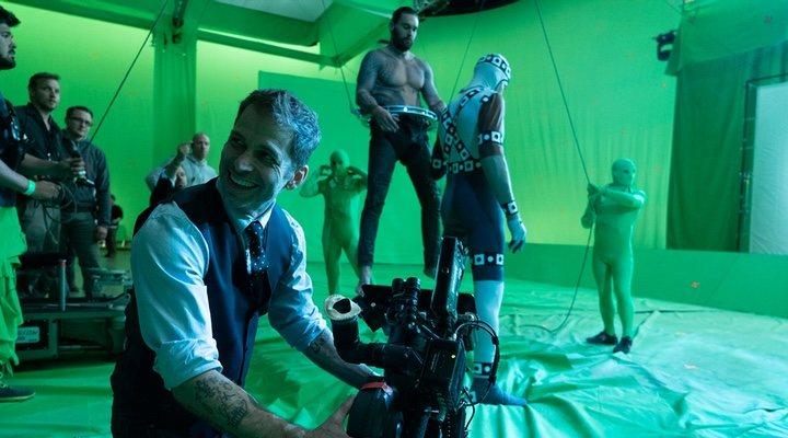 Zack Snyder dirigiendo 'La Liga de la Justicia'