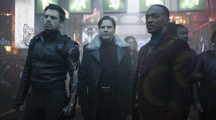 Sebastian Stan, Daniel Brühl y Anthony Mackie en 'Falcon y el Soldado de Invierno'