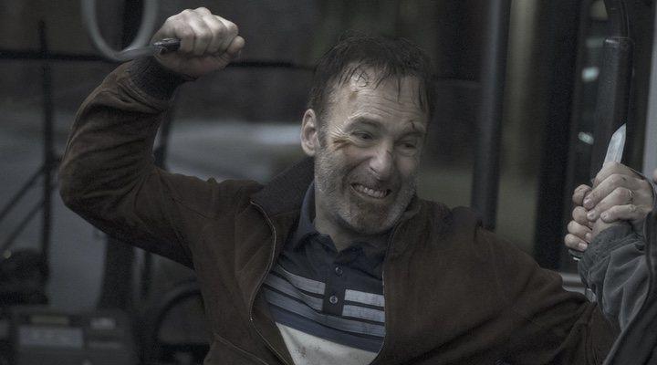 Bob Odenkirk en una escena de acción de 'Nadie'