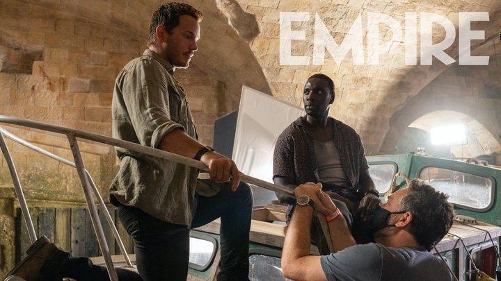 Chris Pratt, Omar Sy y Colin Trevorrow en el rodaje de 'Jurassic World: Dominion'