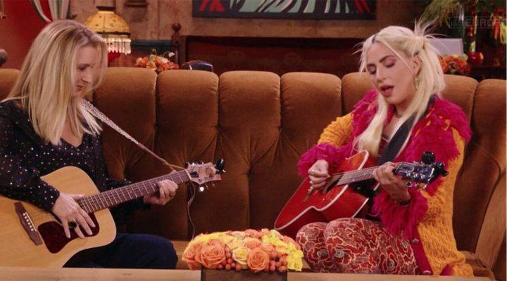 Lisa Kudrow junto a Lady Gaga en 'Friends: The Reunion'