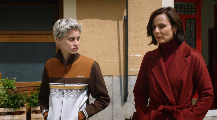 Rossy de Palma, Israel Elejalde, Penélope Cruz y Milena Smit en 'Madres Paralelas'