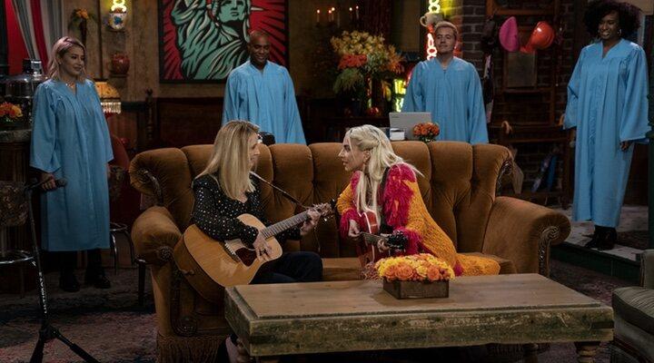 Lisa Kudrow y Lady Gaga en la reunión de 'Friends'