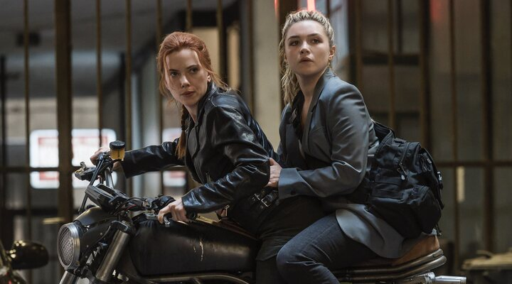 Scarlett Johansson y Florence Pugh en 'Viuda Negra'