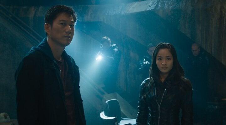 Sung Kang y Anna Sawai en 'Fast & Furious 9' (2021)