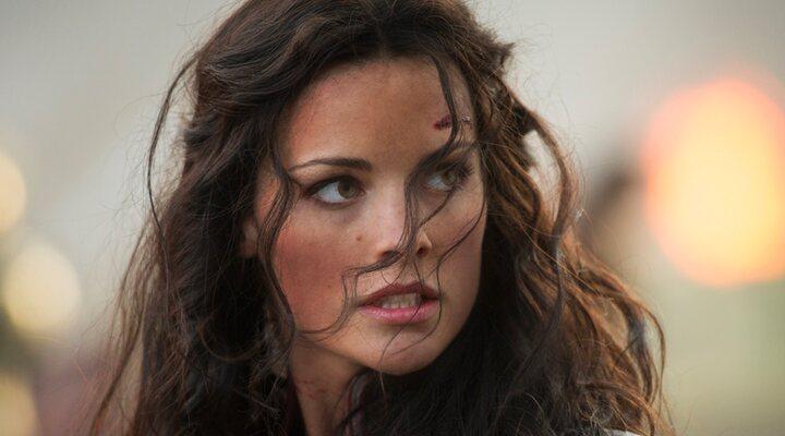 Jaimie Alexander como Lady Sif