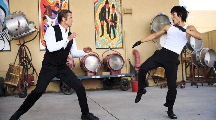 Brad Pitt y Mike Moh en 'Érase una vez en... Hollywood'