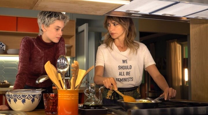 Milena Smit y Penélope Cruz en 'Madres Paralelas'
