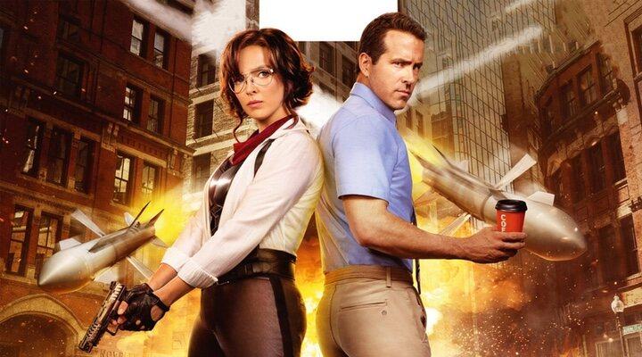 Jodie Comer y Ryan Reynolds en 'Free Guy' (2021)