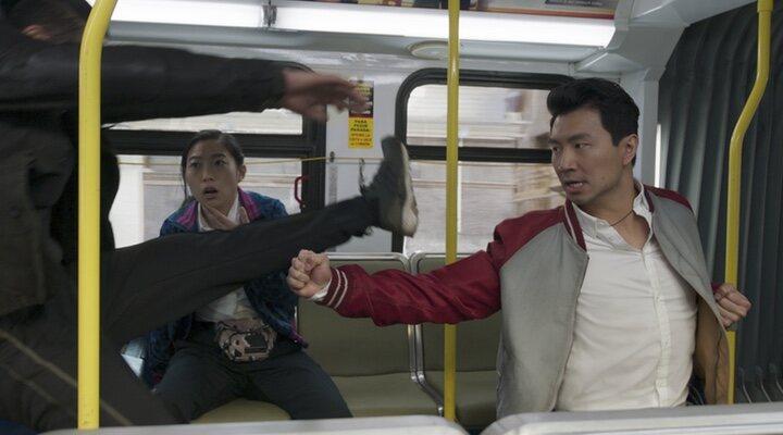 Awkwafina y Simu Liu en 'Shang-Chi y la leyenda de los diez anillos'
