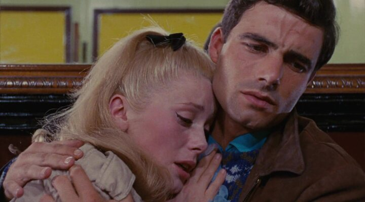 Nino Castelnuovo con Catherine Deneuve en 'Los paraguas de Cherburgo'