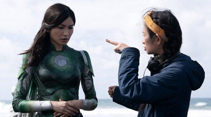 Gemma Chan y Chloé Zhao en 'Eternals' (2021)