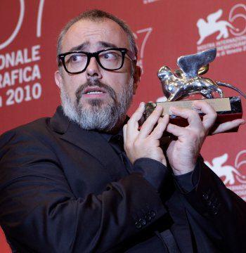 Álex de la Iglesia, con su 'Balada triste de trompeta', premio al mejor director y guión en el Festival de Venecia