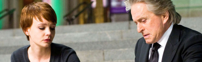 Carey Mulligan y Michael Douglas en Wall Street 2