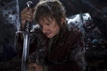Bilbo Bolson con la espada Dardo en 'El Hobbit'