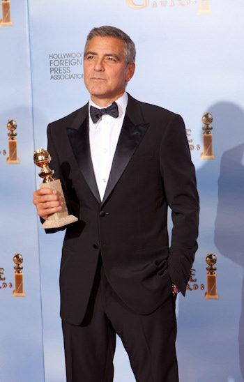 George Clooney con su Globo de Oro por Los descendientes