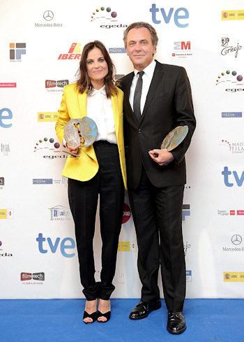 Elena Anaya y Jose Coronado posan con sus premios Forque 2012
