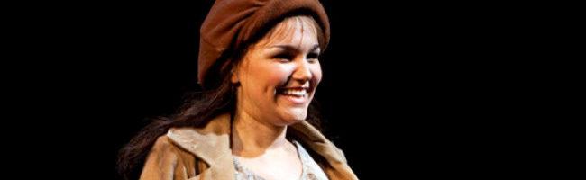Samantha Barks en una representacion de Los Miserables