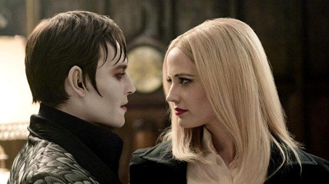 Johnny Depp y Eva Green en Dark Shadows