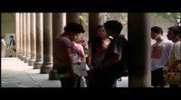https://www.ecartelera.com/videos/clip-doblado-una-casa-de-locos/