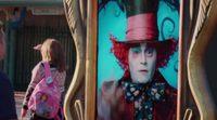 'Alicia a través del espejo': Johnny Depp visita Disneylandia