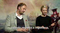 'Alicia a través del espejo': Q&A con Mia Wasikowska y James Bobin