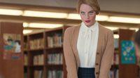 Margot Robbie como una bibliotecaria sexy en 'Saturday Night Live'.