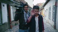 https://www.ecartelera.com/videos/trailer-ingles-theyre-watching/