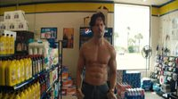 https://www.ecartelera.com/videos/joe-manganiello-seduce-cajera-magig-mike-xxl/