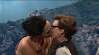 El beso de Gal Gadot a Kate McKinnon en Saturday Night Live
