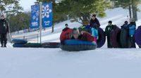 https://www.ecartelera.com/videos/clip-descenso-nieve-espanol-dos-padres-por-desigual/