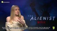 Patologías mentales y un personaje feminista: Así es 'El alienista' según Dakota Fanning y Luke Evans