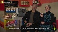 Chris Pratt y Elizabeth Banks se enfrentan a la caja sorpresa de 'La LEGO película 2'