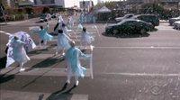 El reparto de 'Frozen 2' monta un musical en un paso de peatones de Los Ángeles