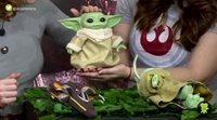 Unboxing Baby Yoda animatrónico de Hasbro
