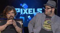 """Peter Dinklage y Josh Gad: """"La gente quiere volver a la inocencia de los 80"""""""