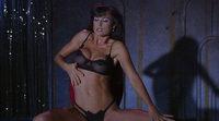 Demi Moore baila y se desnuda en 'Striptease'