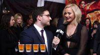 El reparto de 'Sinsajo - Parte 2' bebe chupitos de Bourbon en la premiere de Nueva York