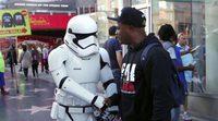 'Star Wars': Mark Hamill se pasea como Soldado Imperial